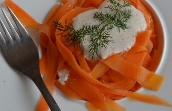 Фетучини от моркови с бадемова майонеза