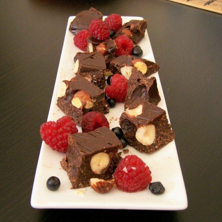 shokoladov-fadzh-s-leshnitsi