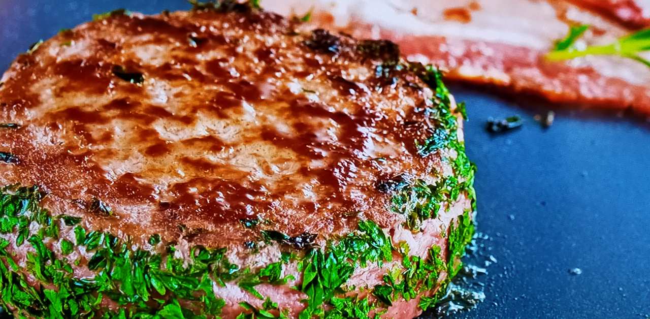 burgeri-s-agneshko-meso-avokado-i-bekon
